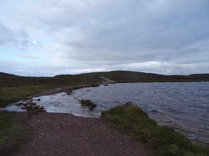 Stepping stones across the end of Loch na Gainimh, on the very good track to Sandwood Bay.