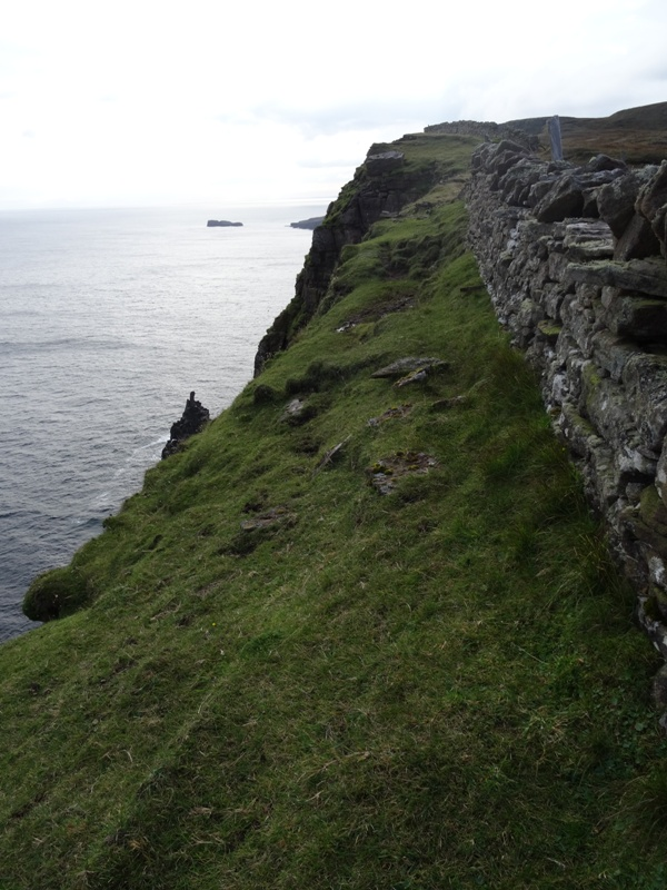 A very narrow gap to walk between the cliffs and the wall!