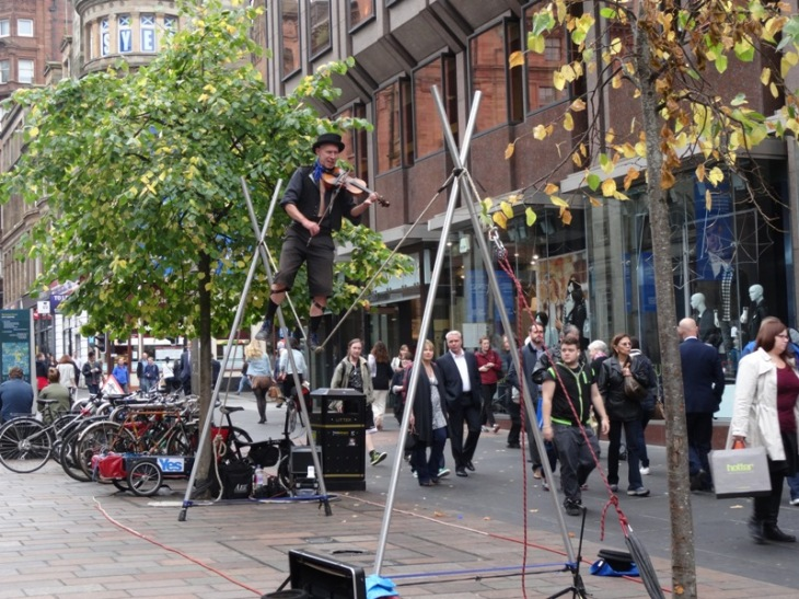A tightope fiddle player (although the rope isn't very tight!). The previous day he'd been wearing a kilt!! Pretty daring on a tightrope!